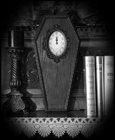 Coffin clock and gothic decor… Gothic Room, Gothic House, Victorian Gothic, Dark Home Decor, Gothic Home Decor, Memento Mori, Baroque, Gothic Interior, Goth Home