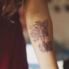 #forearm #forearmtattoo #armtattoo #rose #roses #rosetattoo #skeleton #skeletontattoo #tattoo #tattooideas #tattooideasforgirls #ink #inked #blackandwhite