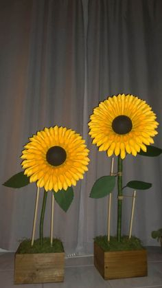Oversized Paper Sunflower Stand Would Be Perfect For Shop Window Display,  Photo Shooting Background,