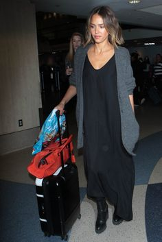 Jessica Alba totally nailed the stylish but comfortable but chic but effortless airport look, and we love it.