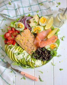 Cobb Salad, Food, Cherry Tomatoes, Salads, Lettuce Romaine, Kitchen Nook, Recipes, Meals, Yemek