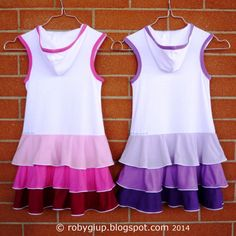 Retro degli abiti con balze e cappuccio in rosa e in viola - Back of the dresses with flounces and hood in pink and in purple - RobyGiup handmade #sewing #girl #clothing