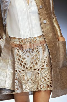 Gucci Spring Summer 2013 cut-out leather baroque style. Look Fashion, Fashion Details, Fashion Models, High Fashion, Fashion Beauty, Womens Fashion, Fashion Design, Fashion Trends, Skirt Fashion