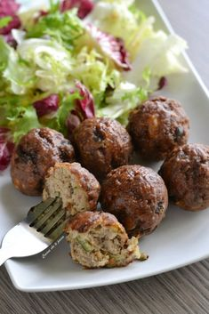 polpette di carne e zucchine Meat Recipes, Cooking Recipes, Zucchini Meatballs, Arancini, Antipasto, Mediterranean Recipes, Recipe Collection, Finger Foods, Italian Recipes