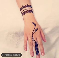 Here are the best Cute, Stylish, Simple and Easy Mehndi Design Images. Finger Henna Designs, Henna Art Designs, Mehndi Designs For Girls, Modern Mehndi Designs, Mehndi Design Photos, Mehndi Designs For Fingers, Beautiful Henna Designs, Latest Mehndi Designs, Simple Henna Tattoo