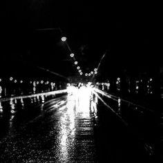 #Repost @so.stele  #lluvia #rain #calle #streets #byn #bnw #baw #bn #bw #blancoynegro #blackandwhite #blancetnoir #sombras #shadows #luces #lights #sombrasyluces #shadowsandlights #autos #cars #BuenosAires #streetbw #street_bw http://ift.tt/2lLe8k3 htt