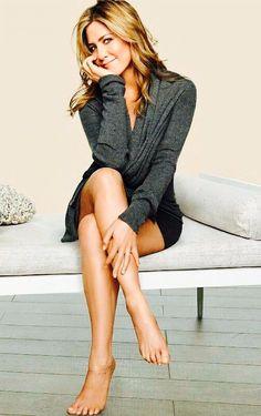 Jennifer Aniston Legs, Rachel Green Style, Celebrity Feet, Celebrity Women, Rachel Reynolds, Barefoot Girls, Muscular Women, Woman Crush, Sexy Feet