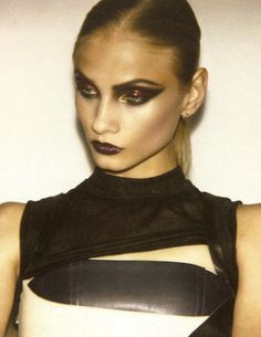 Some beautiful and sexy gothic make up.