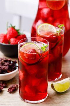 Raspberry Iced Tea, Strawberry Tea, Hibiscus Drink Recipe, Home Made Ice Tea, Sun Tea Recipes, Lime Tea, Beverages, Diet Drinks, Homemade Ice Cream