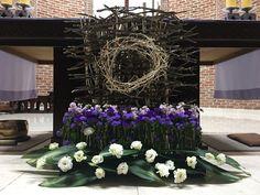 Church Flower Arrangements, Church Flowers, Floral Arrangements, Catholic Lent, Church Stage Design, Easter Flowers, Palm Sunday, Religious Images, Beautiful Flowers Garden