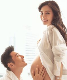 Đập tan tin đồn nhờ người mang thai hộ, Huỳnh Hiểu Minh khoe ảnh Angela Baby thuở bụng bầu vượt mặt - Ảnh 1.