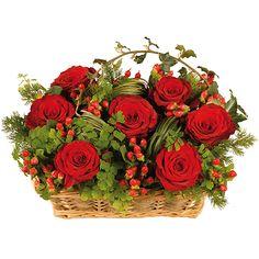 Composition forte et intense où se mêlent l'infini élégance de la rose rouge et la fraîche spontaneité du feuillage. Le panier donne un charme naturel à cette corbeille qui est un parfait témoignage d'amour profond.