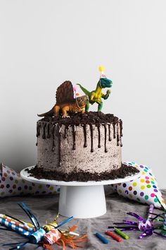 Making dinosaurs cake yourself - recipe and decorating ideas for an impressive dino cake - Geburtstagskuchen - Oreo Food Cakes, Cupcake Cakes, Cake Cookies, Dinosaur Birthday Cakes, Dinosaur Cakes For Boys, Dinosaur Party, 4th Birthday, Chocolate Birthday Cake Kids, Birthday Cakes For Boys