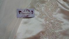 Bordado em Pérolas  no vestido de Noiva.  Agende um horário  conosco...Será  um prazer atendê - la.   Nosso site www.elcosturas.com.br