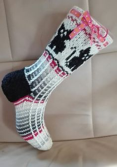 Kädentaidon, neulonnan, virkkauksen, askartelun, ruuanlaiton ja puutarhan hoidon verkkosivusto/blogi Wool Socks, Knitting Socks, Diy Cat Toys, Christmas Gifts For Women, Marimekko, Mittens, Christmas Stockings, Needlework, Knitting Patterns