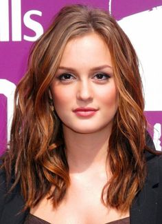 Summer hair color trends 2014 run the gamut, everything from warm copper colors to hot Monochromatic Blondes and Pastels. Come see these 14 sizzling hot looks. Summer Hairstyles, Pretty Hairstyles, Red Hairstyles, Gossip Girl Hairstyles, Straight Hairstyles, Leighton Meester Hair, Vanessa Abrams, Red Hair With Highlights, Caramel Highlights