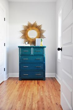 Fall 2017 One Room Challenge, Week Before-and-After Furniture Makeovers with Rust-Oleum makeover Bench White Wicker Bedroom Furniture, Painting Wicker Furniture, Wicker Dresser, Bedroom Furniture Makeover, Home Furniture, Furniture Design, Repurposed Furniture, Wicker Trunk, Wicker Couch