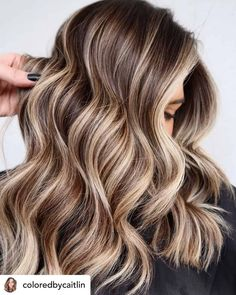 Do you know the difference between ash blonde and platinum blonde? What about honey vs. Or bronde vs. Use this guide to learn about the different shades of blonde hair color (chart included)! Blonde Hair Shades, Ash Blonde Hair, Platinum Blonde, Blonde Hair Colors, Blonde Hair Honey Caramel, Teen Hair Colors, Hair Color Purple, Cool Hair Color, Perfect Hair Color