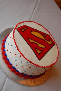 Superman Grooms cake I like the white cake but not the side Superman Birthday Party, 3rd Birthday, Birthday Cakes, Superman Cakes, Superhero Cake, Character Cakes, Cakes For Boys, Buttercream Cake, Bake Sale