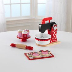 KidKraft Deluxe Minnie Mouse Baking Set + Treats - It& snack time! With KidKraft Deluxe Minnie Mouse Baking Set + Treats , your young chef can bake up all kinds of fun goodies. An exciting,. Minnie Mouse, Disney Mickey Mouse Clubhouse, Baby Freebies, Play Food Set, Wooden Food, Activity Cube, Baking Set, Disney Junior, Disney Jr