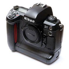 """1999. Nikon D1. APS-C  2,74 mégapixels. Premier """"vrai"""" numérique de la marque. Document Wikipedia."""