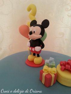 fondant Mickey Mouse, Mickey mouse cake, torta topolino | http://blog.giallozafferano.it/crociedeliziedioriana/2014/05/torta-topolino.html
