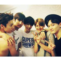 Donghae 동해, Changmin 창민 (aka Max), Yesung 예성, Baekhyun 백현, and Chen 첸 of S.M. Entertainment
