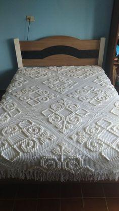 Image gallery – Page 554716879095606524 – Artofit Ruffle Bedspread, Crochet Bedspread Pattern, Crochet Quilt, Filet Crochet, Crochet Doilies, Crochet Patterns, Crochet Pillow Cases, Crochet Cushions, Diy Crafts Crochet