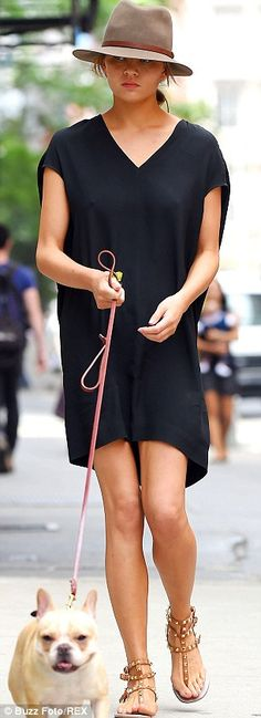 Chrissy Teigen, donned two different frocks while walking her dog Pippa in the Soho neighbourhood of New York on Tuesday Chrissy Teigen Model, Looks Style, My Style, Glamour, Mode Inspiration, Summer Looks, Spring Summer Fashion, New Fashion, Celebrity Style