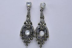Earrings silver marcasite hand with pearl €25