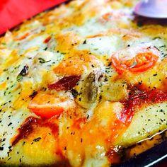 具にサラミ・プチトマト・マッシュルーム入れました…  チーズ欲張り過ぎて、具が見えない(* _ω_)...アヒョ - 202件のもぐもぐ - モッツァレラチーズの自家製ピザ by 珍味( ´ ▽ ` )ノ
