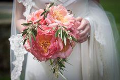 Loving this fluffy pink bridal bouquet from Vinca per Vinca