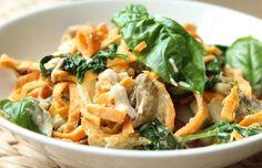 Zoete aardappel noedels met cashewsaus