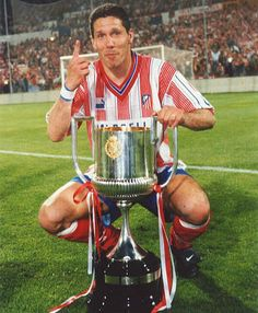 Diego Simeone Year Atletico Madrid won last the Copa del Rey God Of Football, Best Football Players, Football Kits, Sport Football, Soccer Players, Eric Cantona, Beckham, Vintage Posters, Fernando Torres