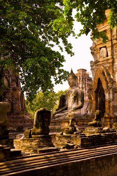 Una estatua de buda en el templo de Wat Phra Mahathat, Ayutthaya