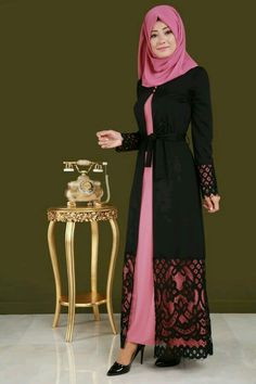 Love the black coat over the pink. Wonderful big pattern on the wide lace. Pink is another of my favorite colors. Islamic Fashion, Muslim Fashion, Modest Fashion, Fashion Dresses, Mode Abaya, Abaya Designs, Muslim Dress, Islamic Clothing, Abaya Fashion