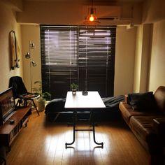 Ryouheiさんの、Overview,観葉植物,インテリア,ソファ,レトロ,一人暮らし,ブラインド,アンティーク風,ジャーナルスタンダードファニチャー,天井照明,男前,イームズチェア,ファッションもインテリアの一部です,ノーチェソファについての部屋写真 Apartment Room, Mens Room Decor, Home Bedroom, Bedroom Interior, Small Room Interior, Home Interior Design, Interior Design, Room Layout, Residential Interior