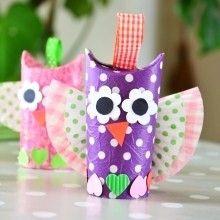 Idée d'activité manuelle pour enfants et de recyclage créatif pour réaliser de jolies petites chouettes en rouleau carton.