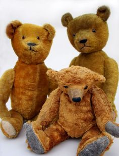 .Early, Antique American Teddy Bears Circa 1915: Fully jointed, glass eyes, felt pads. ---- So many bears, so little time. That must be why they make them for children.