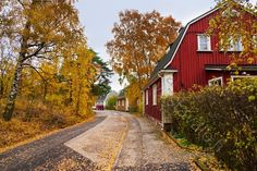 Autumn in Puukäpylä, Helsinki House Landscape, City Landscape, Finland Food, Beautiful World, Beautiful Places, Visit Helsinki, Alaska, Dream House Exterior, Scandinavian Home