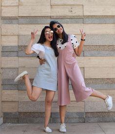 Friend Poses Photography, Portrait Photography Poses, Couple Photography Poses, Stylish Dresses For Girls, Stylish Girls Photos, Girls Fashion Clothes, Teen Fashion Outfits, Girl Photo Poses, Girl Poses