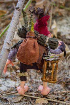 duende ooak criatura fantástica viajero aventurero Elves And Fairies, Clay Fairies, Goblin, Forest Elf, Kobold, Paper Mache Crafts, Fairy Figurines, Doll Costume, Costumes