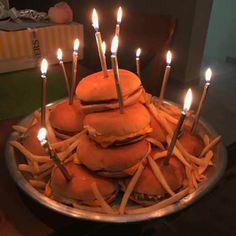 Imagen de food, burger, and birthday Food Porn, Cute Cakes, Aesthetic Food, Food Cravings, Sweet 16, Food And Drink, Yummy Food, Healthy Food, Dinner Healthy