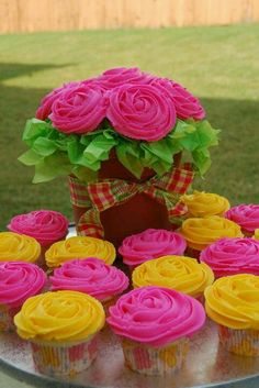 cute cupcake ideas with the flowers- if we don't do a wedding cake