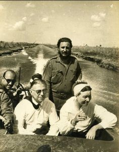 Simone de Beauvoir & Jean Paul Sartre with Fidel Castro during their visit to Cuba in Tags: Fidel Castro Simone de Beauvoir Jean-Paul Sartre history Jean Paul Sartre, Fidel Castro, Celebridades Fashion, Book Writer, Paperback Writer, Ernest Hemingway, Historical Pictures, Famous Faces, Old Pictures