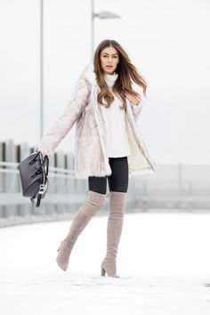 Coloured thigh high boots are always a winner! Lydia Lise Millen wears this gorgeous pastel pair with black jeans, a cream knit sweater, and a stunning faux fur coat from Boohoo. Stuart Weitzman, Winter Wear, Autumn Winter Fashion, Winter Boots, Thigh High Boots Outfit, Over Boots, Boating Outfit, Outfit Jeans, Fashion Outfits