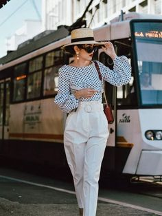 High waist white pants & polka dot puffy sleeves blouse: the easy go-to summer outfit formula Style Outfits, Cool Outfits, Summer Outfits, Casual Outfits, Fashion Outfits, Womens Fashion, Petite Fashion, Summer Wear, Curvy Fashion