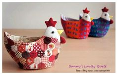 Encore avec des hexies, poulette vide-poches - Tutorial in Chinese (Patchwork… Easter Projects, Easter Crafts, Quilting Projects, Sewing Projects, Fabric Crafts, Sewing Crafts, Chicken Quilt, Chicken Pattern, Chicken Crafts