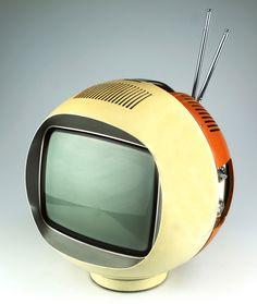 Radiola - RA 2870/80 - 1968 Tv Set Design, Retro Design, Vintage Designs, Vintage Television, Television Set, Portable Tv, Indus, Tv Sets, Plastic Design