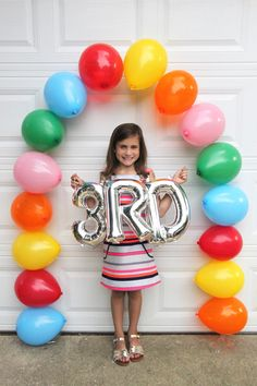 First Day of School Easy Balloon Arch - Smashed Peas & Carrots First Day Of School Pictures, 1st Day Of School, Back To School Party, School Parties, School Decorations, Birthday Decorations, Balloon Decorations, Art Party Cakes, Picture Backdrops